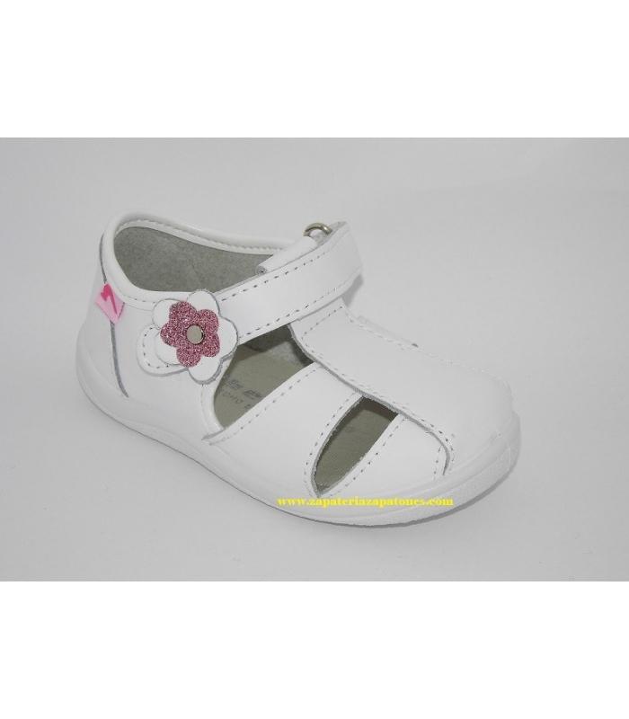 Sandalia piel lavable blanca con flor